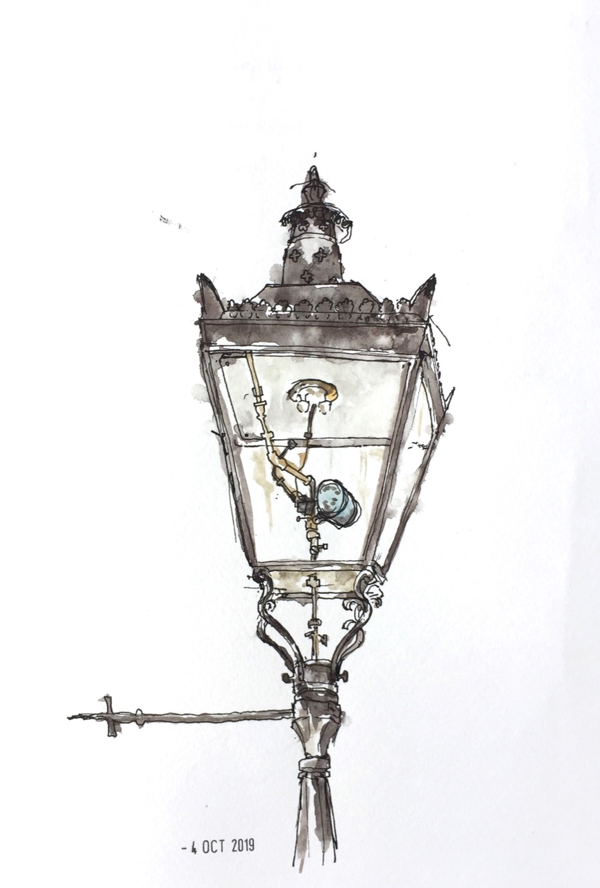 Gaslight in Guildhall Yard